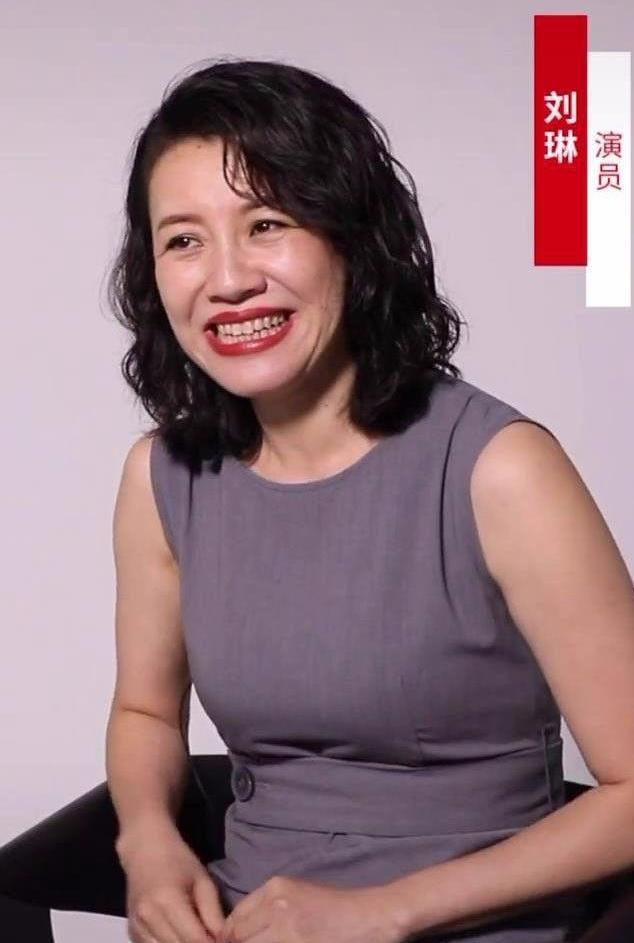 演员刘琳直言她想红,采访照也一样真实,皱纹很多但依然自信!