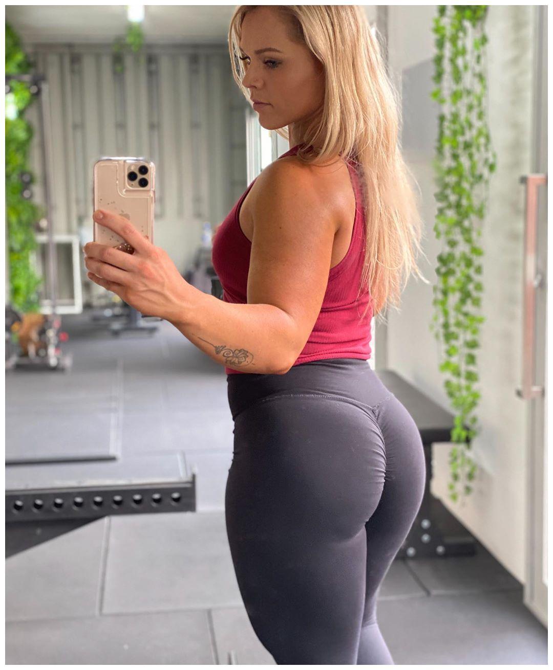 加拿大健身模特身材高大,臀部比列匀称迷人,不限制锻炼的结果