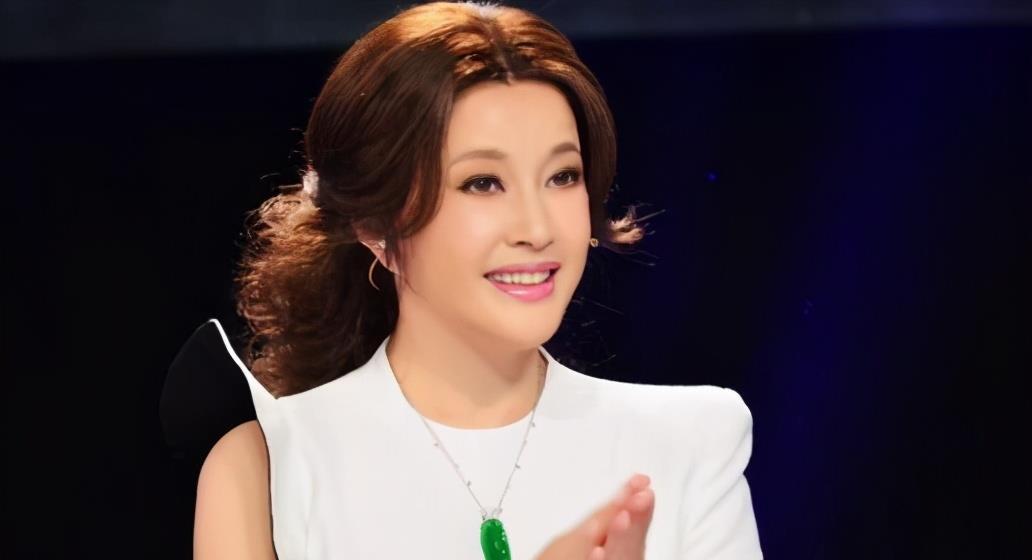 65岁刘晓庆,再演25岁角色,剧场爆满,她的演技备受好评