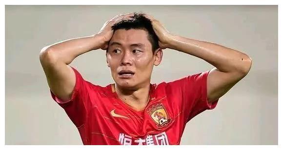 33岁超级边锋惨遭恒大弃用,下家浮出水面,新赛季或沦落中甲联赛