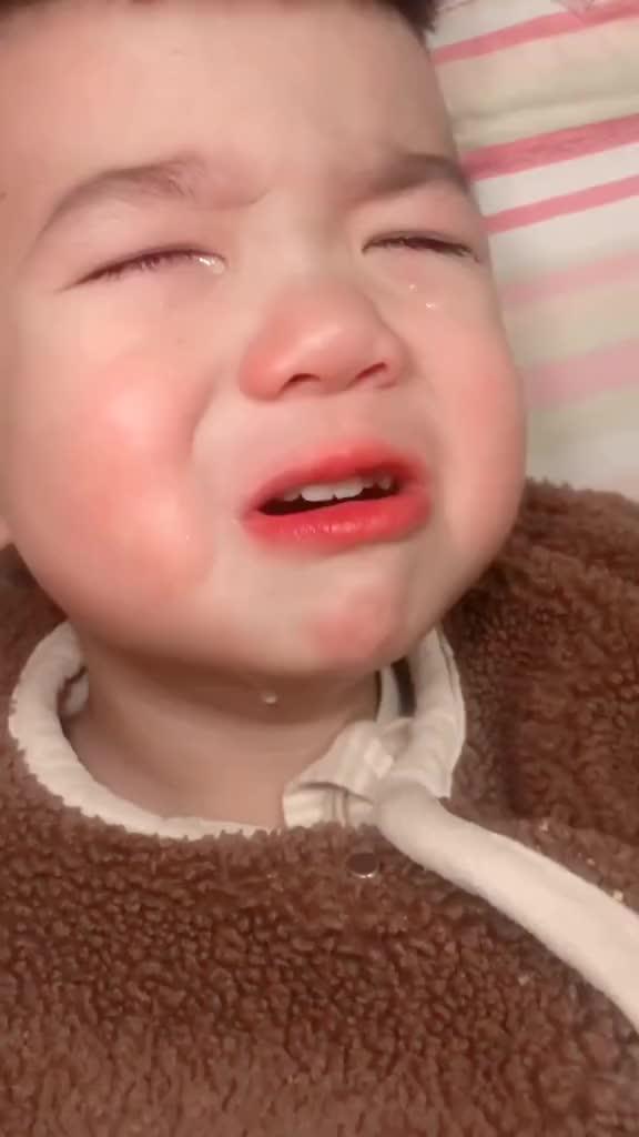 那个要娶你们的小哥哥如果哭了,记得用以下方法来哄他萌宝萌娃