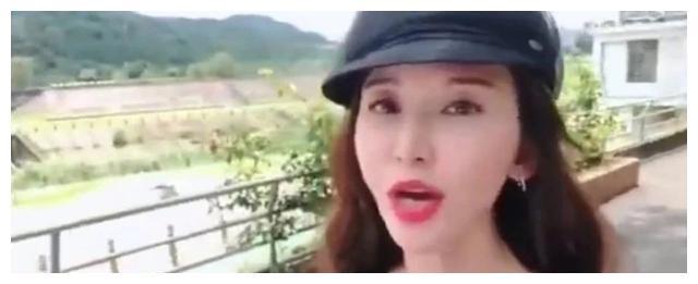 林志玲的颜值也崩了,最新近照撞脸张萌,美颜过度脸部浮肿不自然