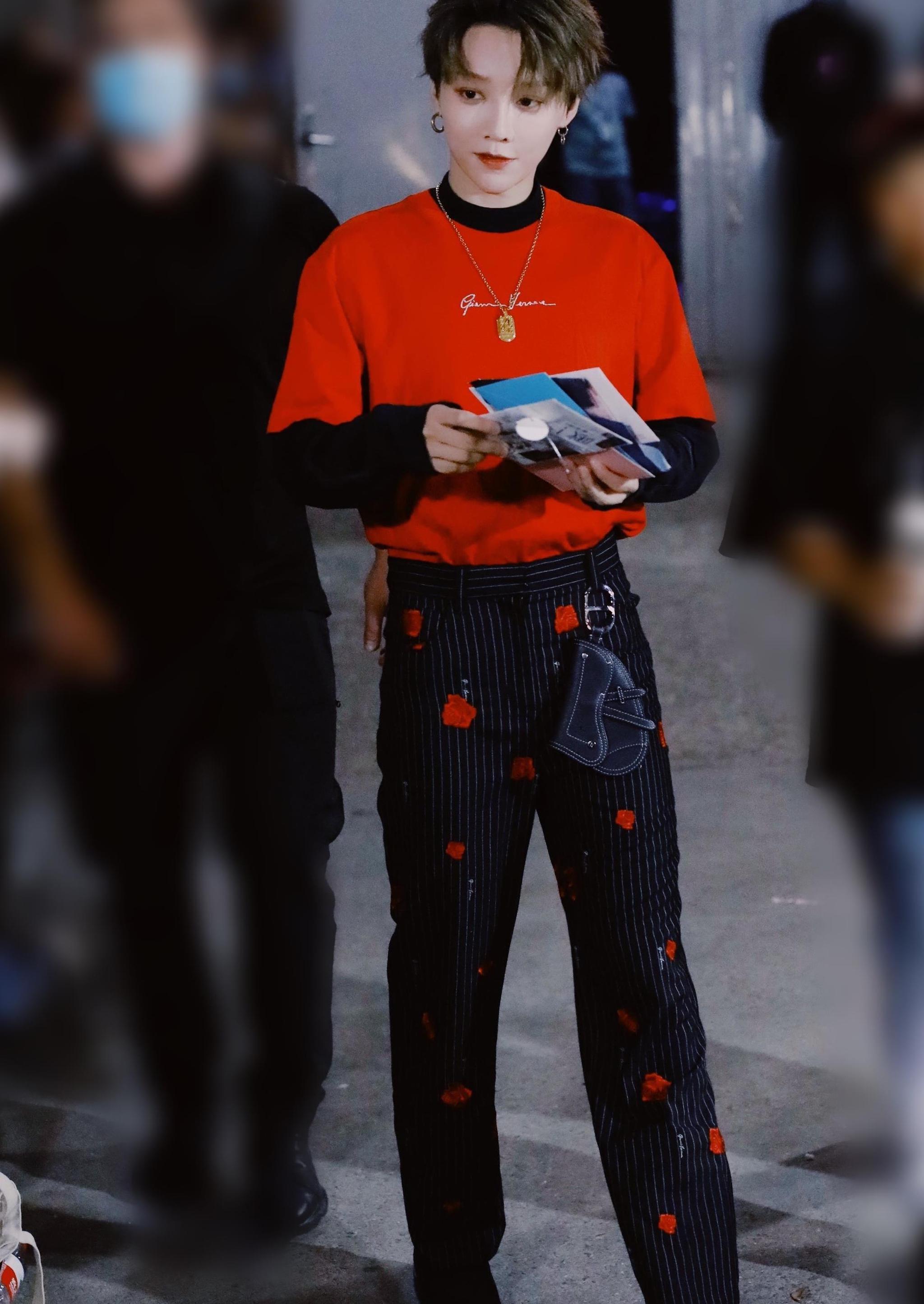《青你2》刘雨昕穿搭好酷,时尚中性风,网友:这也太帅了