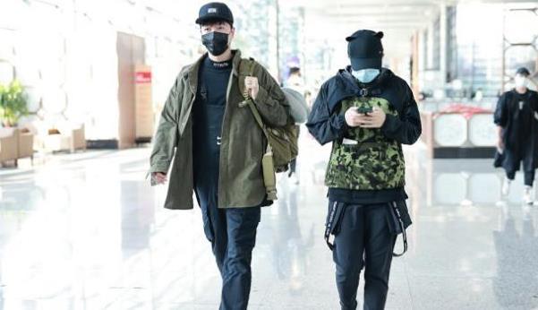 刘翔久违露面!背带裤+军绿外套,变身时装精,原来他这么敢穿