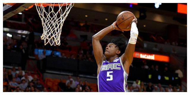 在NBA的舞台上,我们曾经目睹过不少以速度见长的后卫在场上交出的精彩表现
