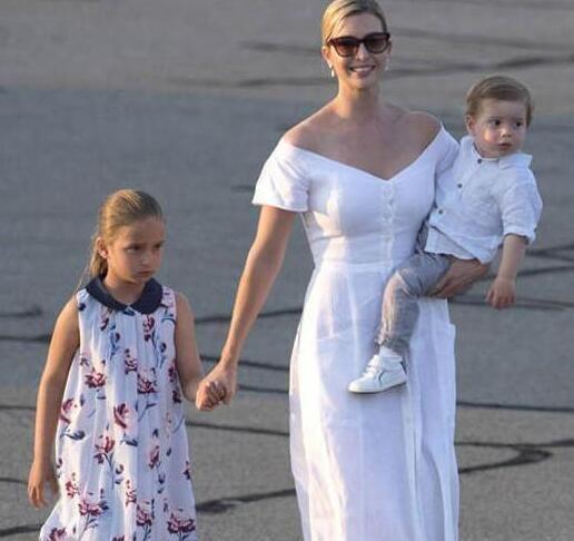 看戴安娜、伊万卡、凯特抱娃的样子,你会发现什么叫女强人!