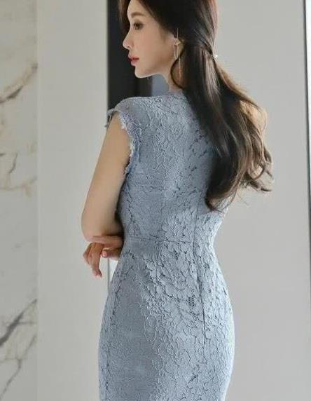 精致的蕾丝连衣裙,展现优雅气质,塑造轻熟女神
