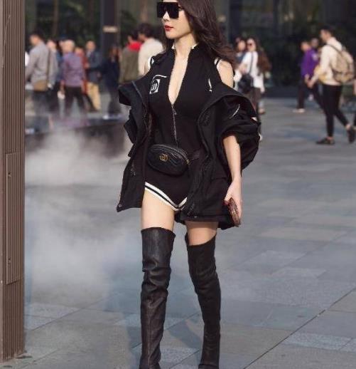 街拍美图:高冷气质的小姐姐,淡淡的知性美,优雅搭配清新十足!