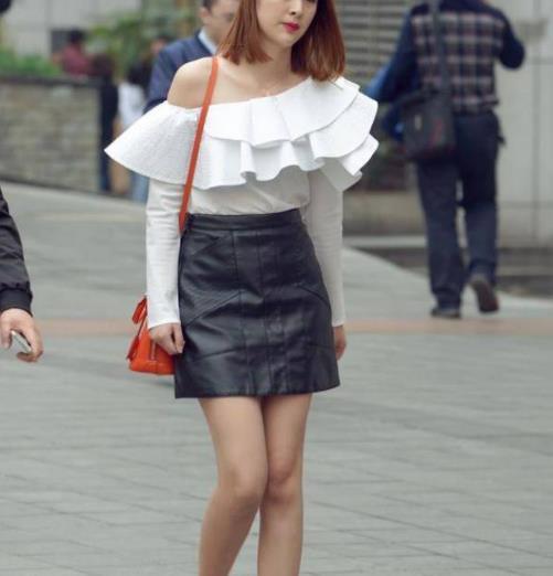 街拍美图:风格迥异的小姐姐,搭配不同,却美得很一致!