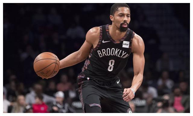 一夜两大签约!湖人迎喜讯NBA却遭重创,肖华执意复赛恐后悔啊!