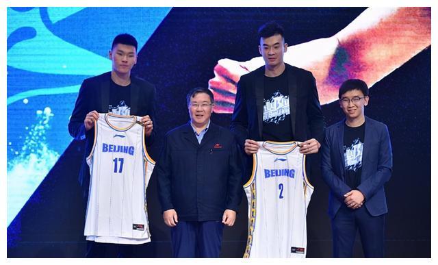杜锋表示:带年轻球员还是需要和他们多沟通,了解他们现在对于篮球的认知