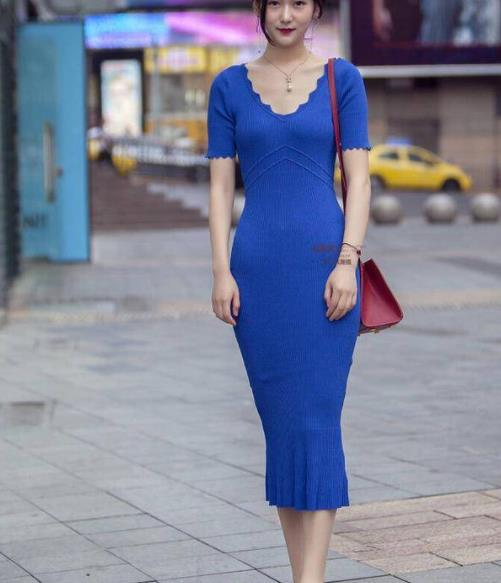 街拍美图:简约时尚的小姐姐,时刻彰显女神气息!