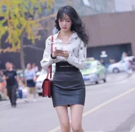 精致迷人的小姐姐,一条黑色短裙,时尚气质女人味!