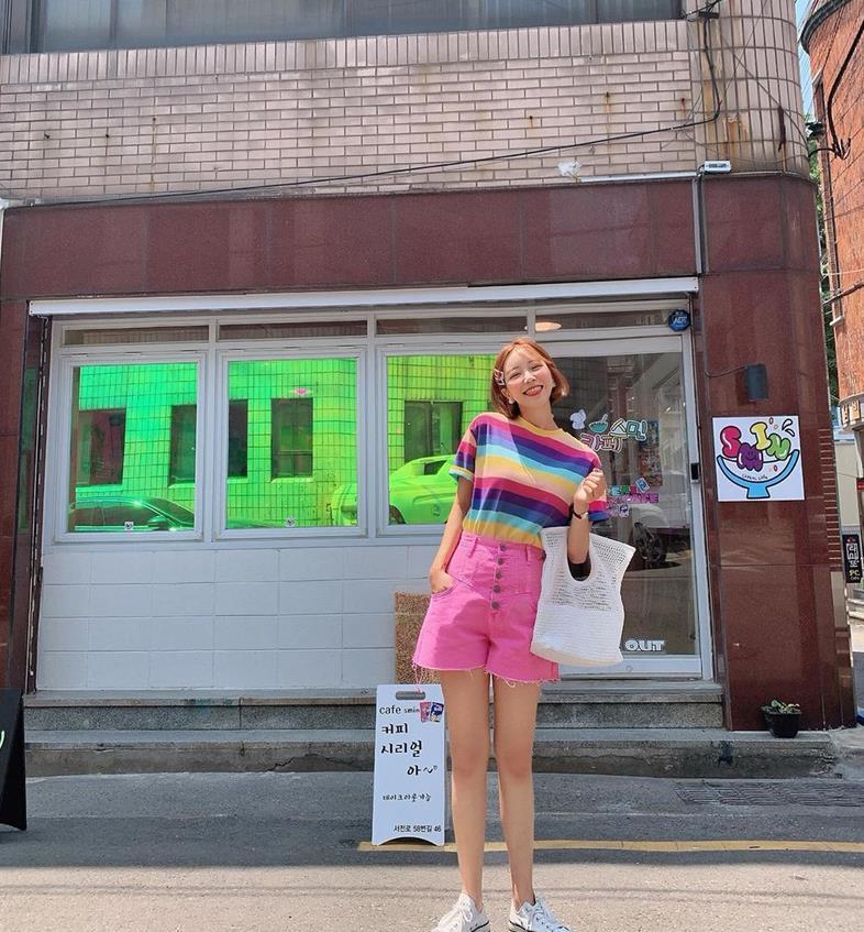 彩虹少女的韩系穿搭,鲜艳的色彩搭配,回头率超高呀