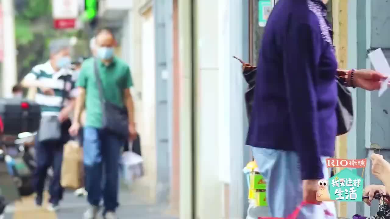 综艺:邓紫棋真·端水艺术家 亲选礼物送爸妈