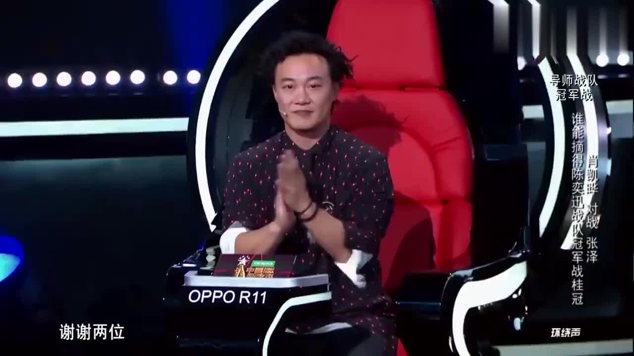 中国新歌声:两个选手发表完演讲陈奕迅要打分了,看的超纠结