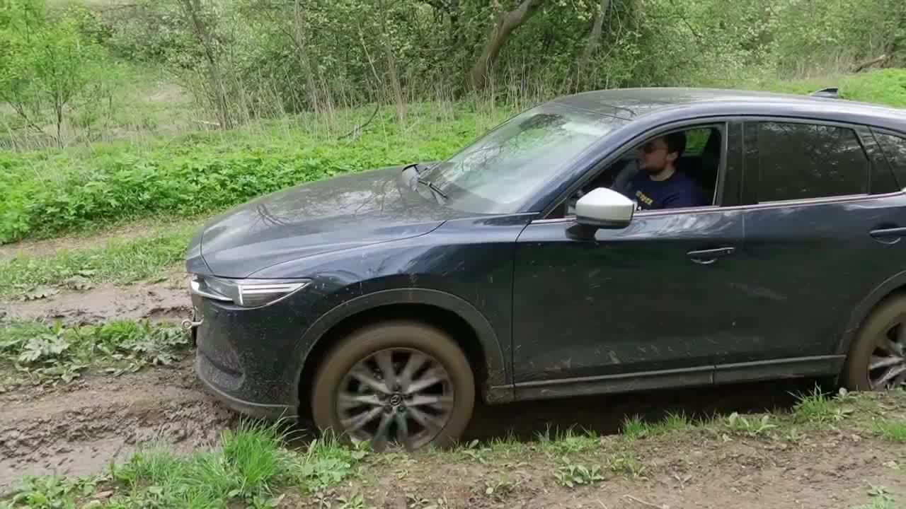 视频:马自达CX-5就是敢开,这种路都敢开进去,我是服了