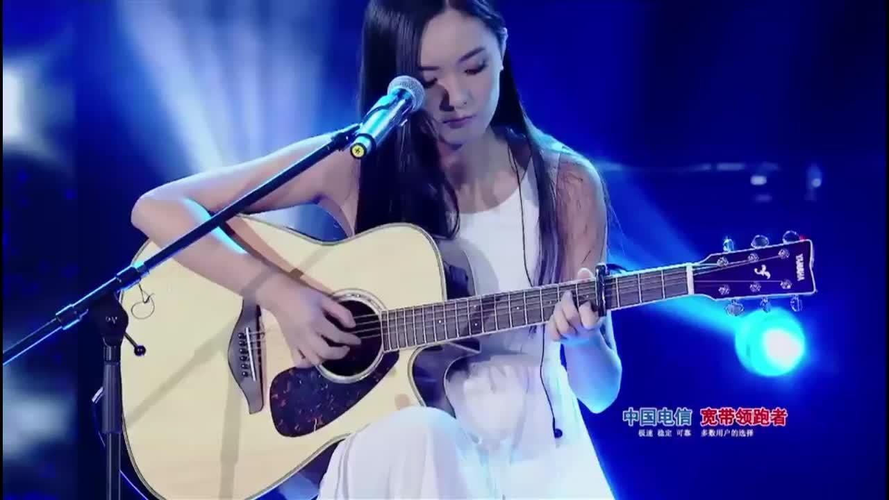 校园好声音:孙艺汇吉他弹唱原创歌曲《stuning》,清澈的想哭