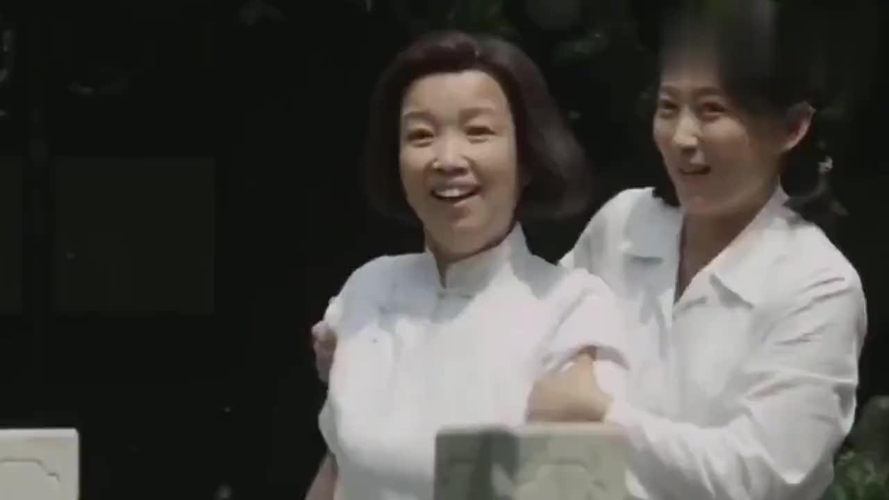 海棠依旧:周总理和邓大姐,在一起几十年,直到今天才补上结婚照