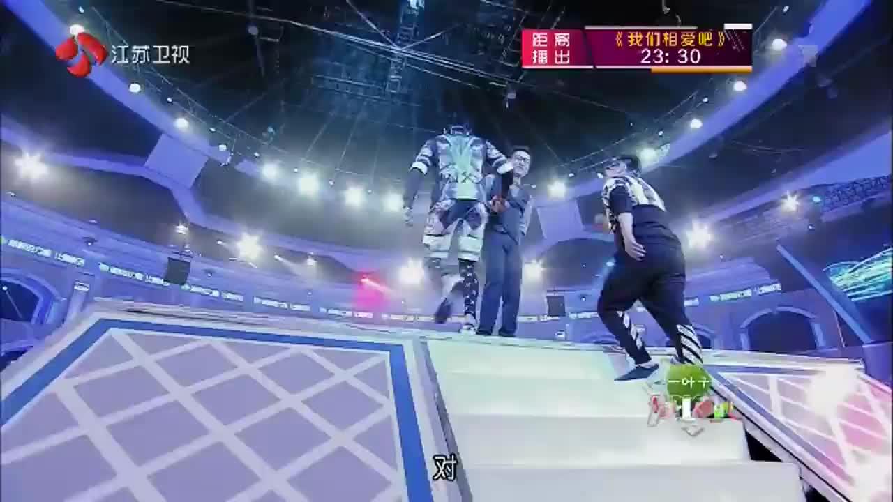 为她而战:王岳伦和陆毅玩博弈,没想到最后却输在了腿短,难受