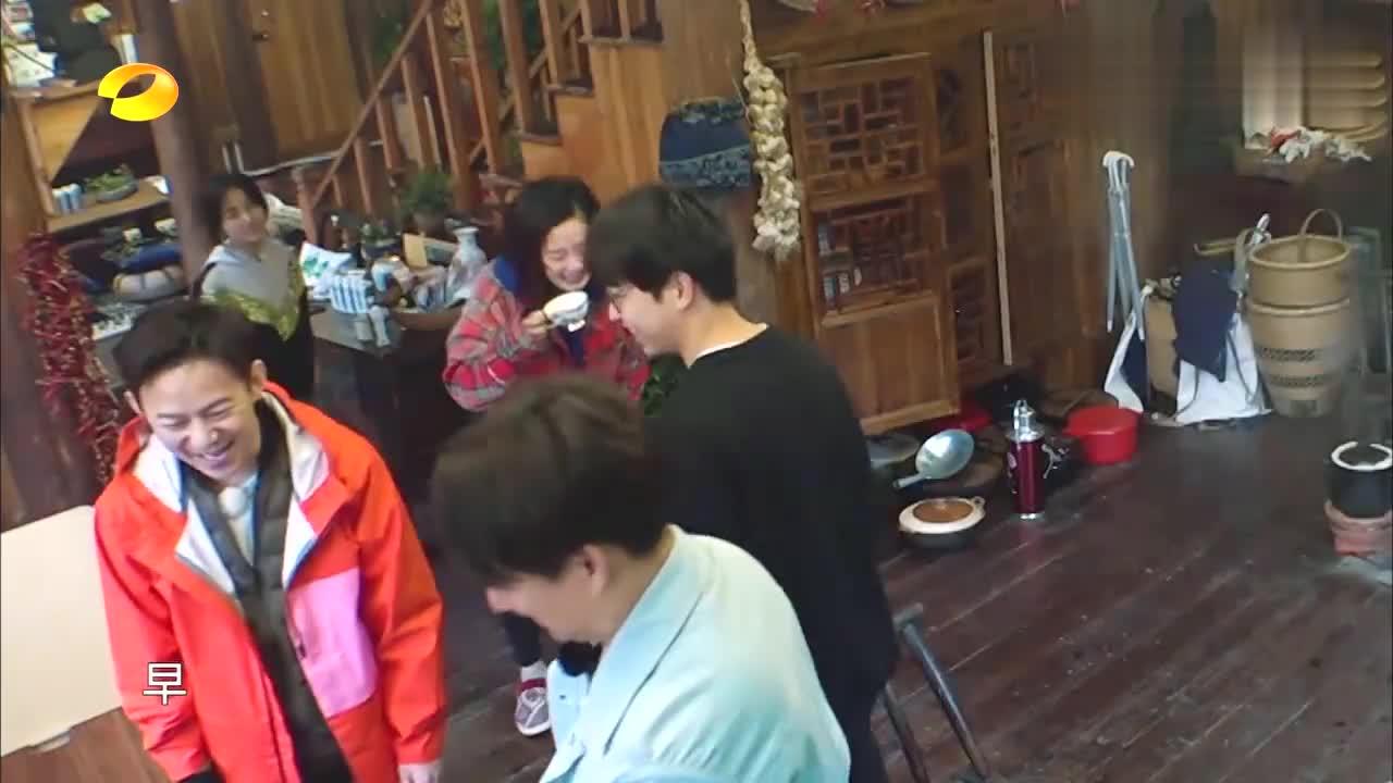王太利谈19岁女儿,玲花一脸羡慕温馨一家,真是太有福气