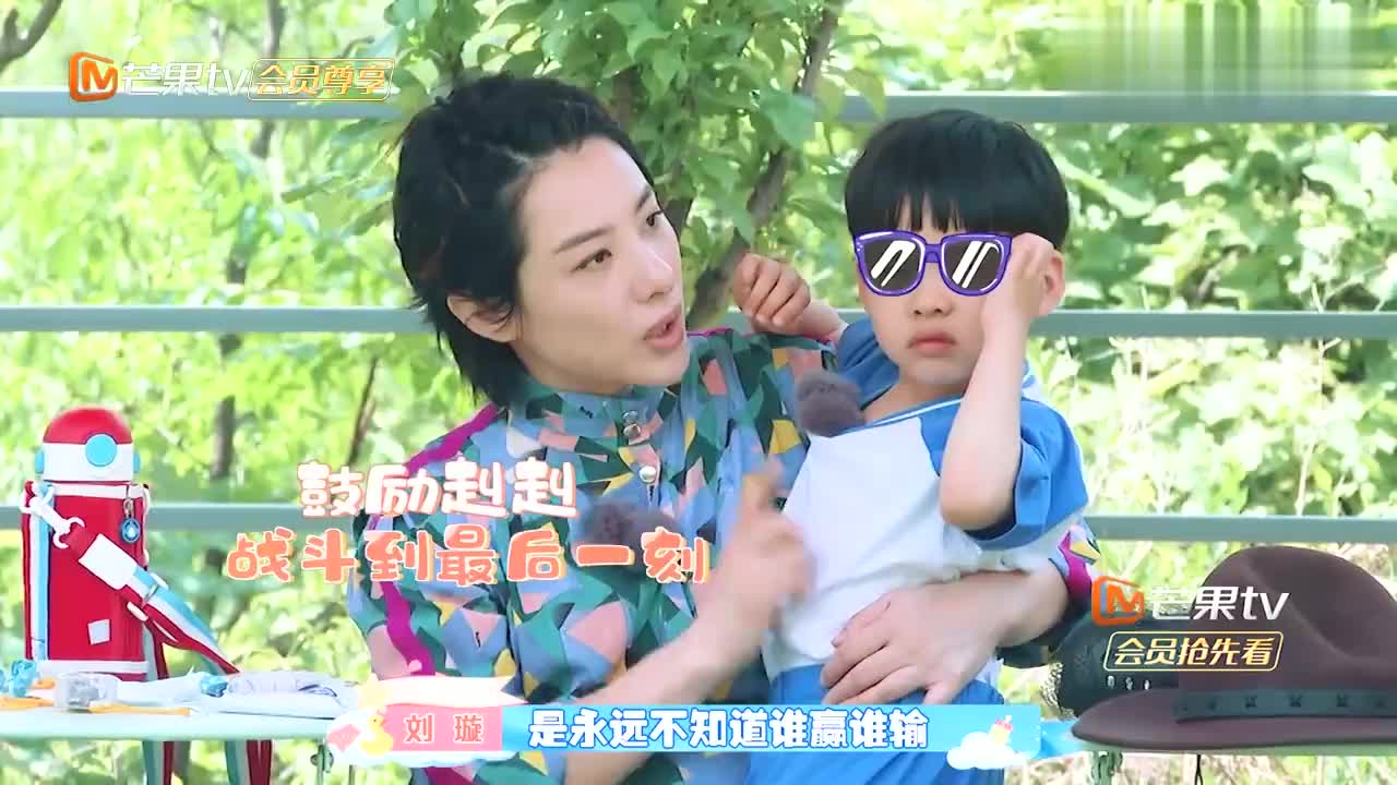 刘璇儿子第一次踢球,动作娴熟又标准,不愧是奥运冠军的儿子!