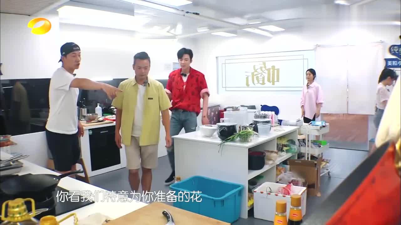 中餐厅4:张亮忽悠李宇宁,骗人都不打草稿,赵丽颖在一旁偷笑