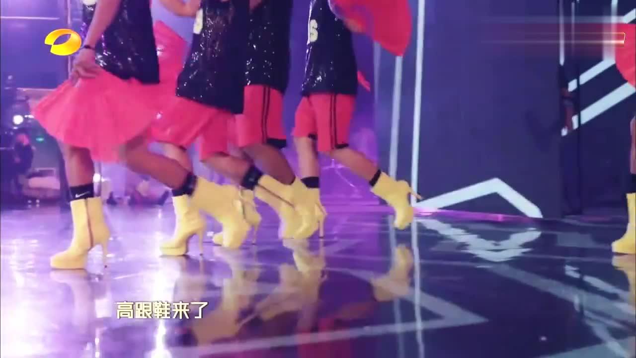 菲律宾男团穿十厘米恨天高,跳街舞后空翻,谢娜李宇春全程傻眼!