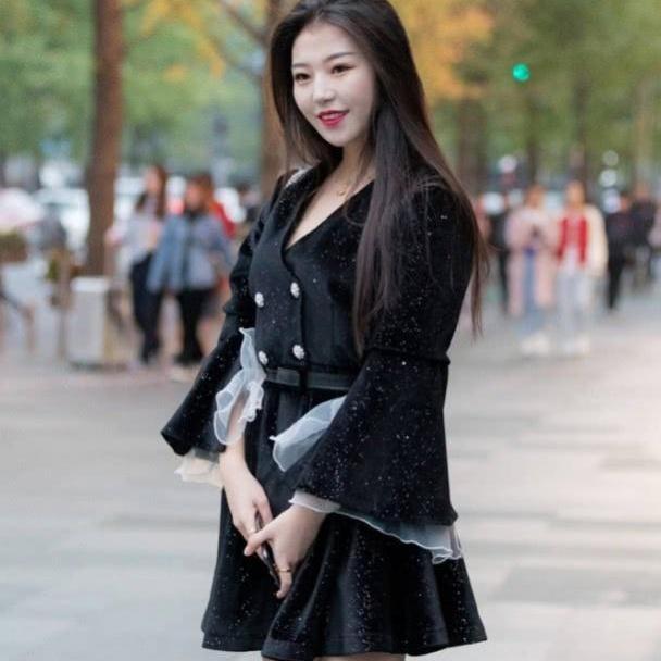 连衣裙美丽大方不失气质感,温婉又典雅穿起来超级有魅力