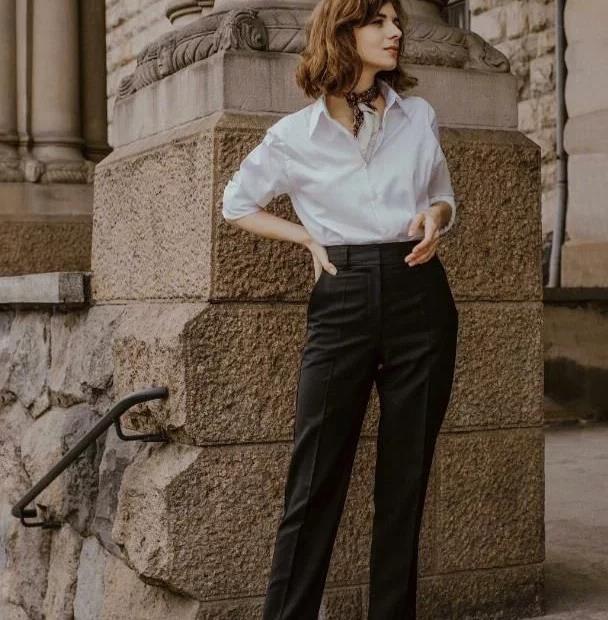 职场女人一周穿搭不重样,纽扣衬衫深灰西装裤,谁穿谁时尚