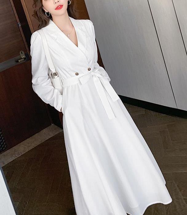 秋季上班族的优雅:西装和连衣裙的巧妙碰撞,让你在职场气质满分