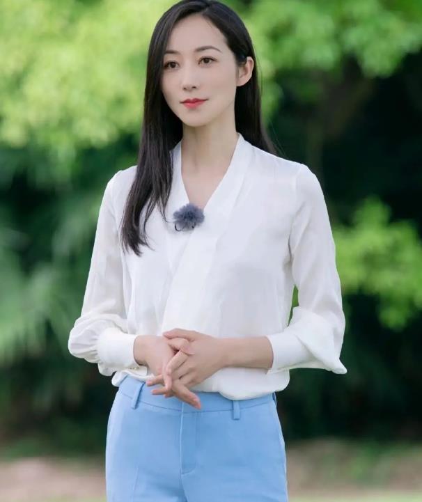 韩雪女性优雅魅力,清新服装穿出柔和亲切,黑长直发型太温柔