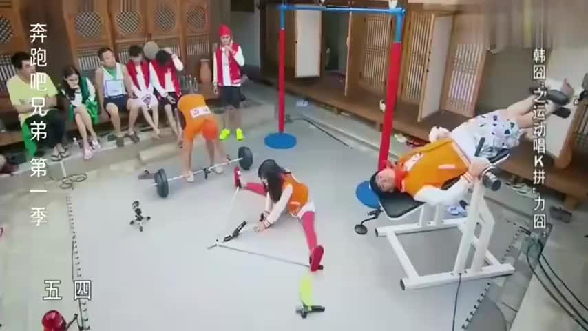 奔跑吧综艺:爆笑名场面,郑恺一屁成名,全场笑的无法呼吸!