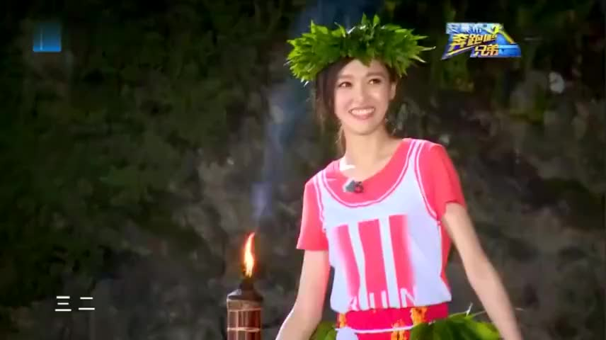 跑男:李晨王祖蓝上演爆笑草裙舞,跳的比唐嫣还好,太佩服了!