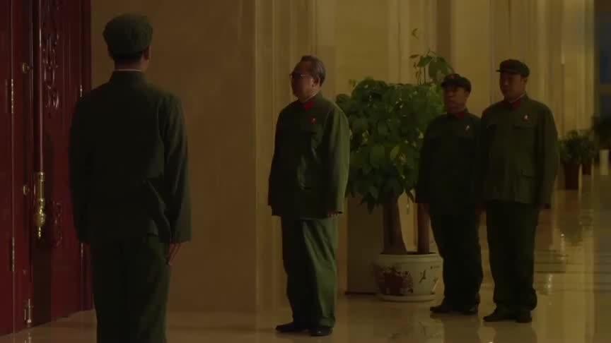 海棠依旧:林帅叛逃,毛主席亲下指示,采取一切紧急措施阻拦!