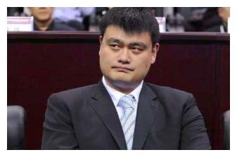 巩晓彬大力支持姚明,为何山东队却不受待见?球迷:欲哭无泪