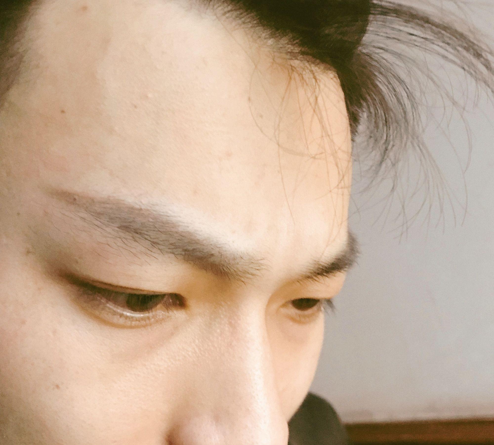 闲在家无聊,趁男朋友打游戏给他画了个眉毛,竟然可以保送出道?