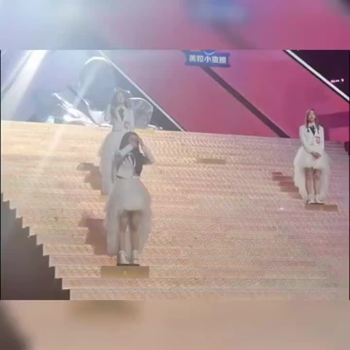 当刘些宁得知徐艺洋不是第七名时,哭得最惨的,还有赵粤和王艺瑾
