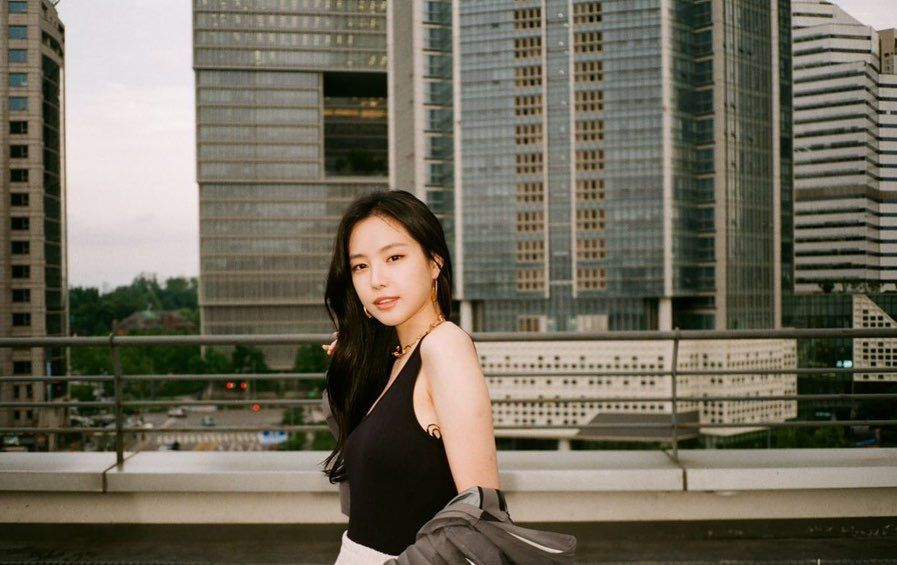 韩国女团Apink成员孙娜恩:自成一格的私服穿搭模板