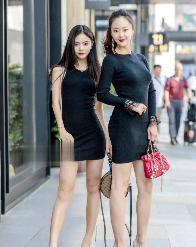时尚街拍:微胖女神穿心计裙前面超保守,后面有文章