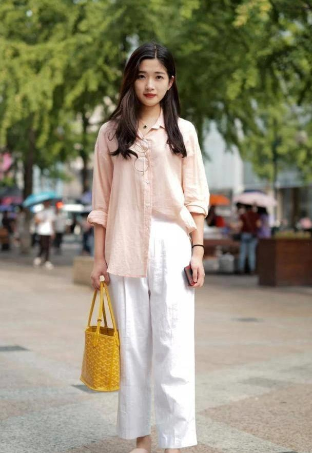 潇洒时尚的装扮更具气质活力,让你分分钟钟打造街头潮范儿