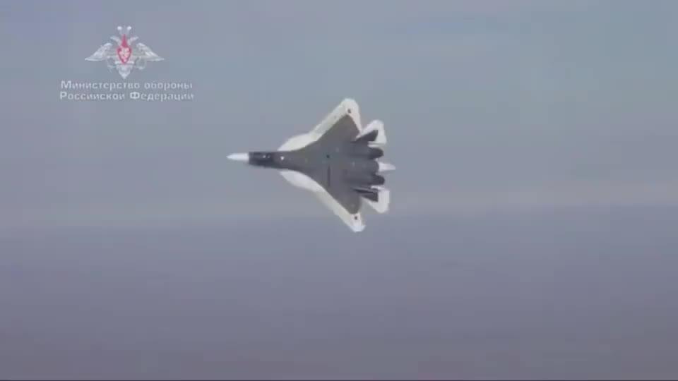俄罗斯苏-57战斗机,这性能完虐美国F-22!