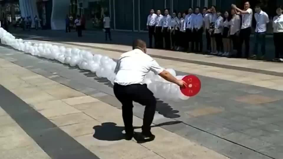 现在提倡环保,福建老板的开业鞭炮都改成了气球鞭炮,真是不错