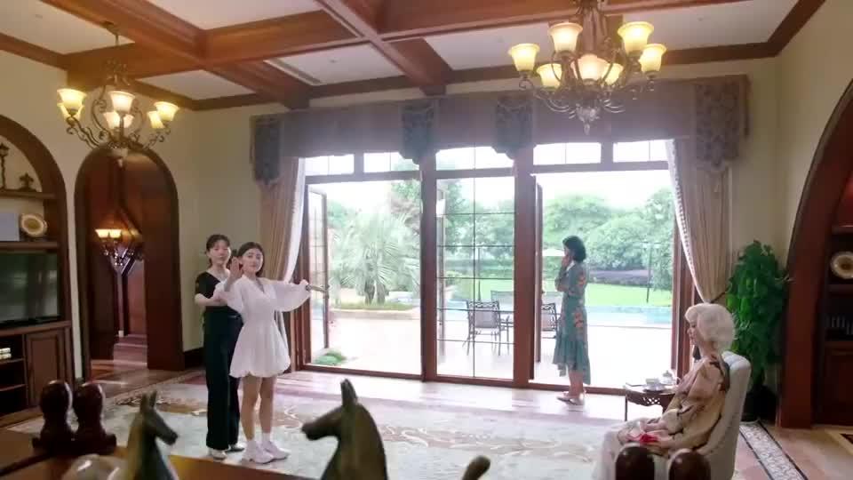 命中注定:霸道总裁和灰姑娘无法自控,两人终于接吻了!超甜蜜!