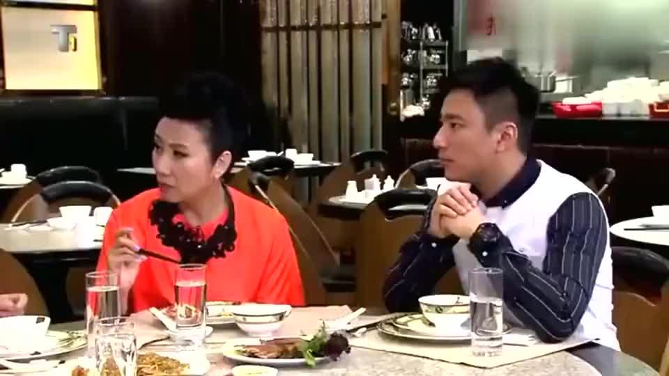 谭咏麟表示和曾志伟从小就认识,搞笑讲解陈百祥离开温拿乐队原因