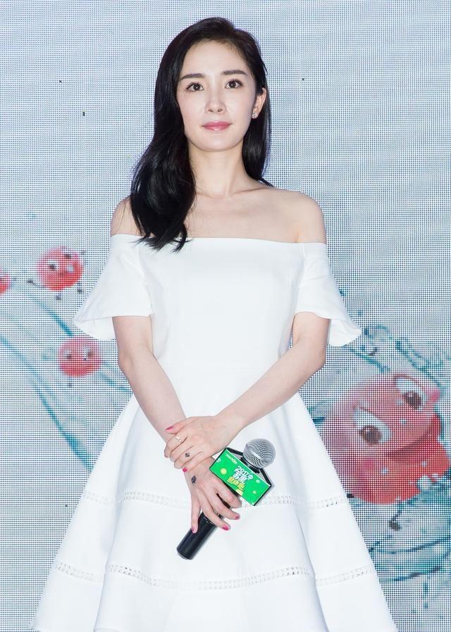 杨幂的一些简介,其实她也是童星出身,还演过周星驰的女儿