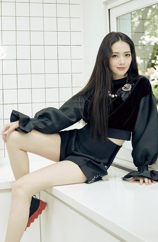 气质女星郭碧婷,她简直就是黑长直发型的代表