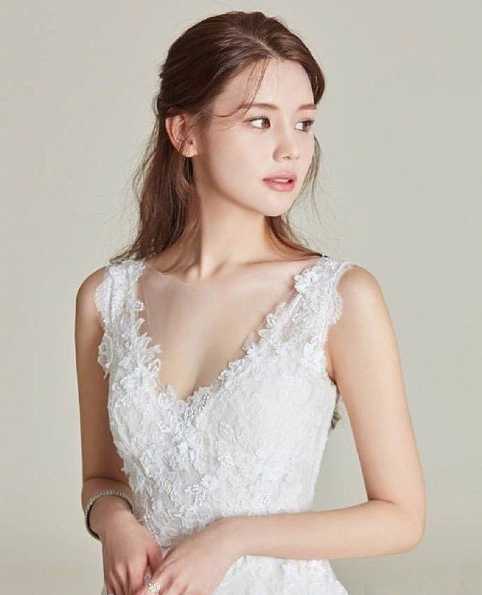 准新娘的发型与礼服搭配参考,结婚就得这么来