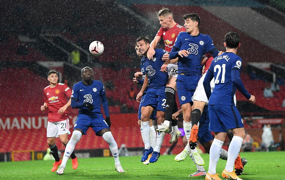英超红蓝大战雨中闷平,红魔曼联0-0蓝军切尔西