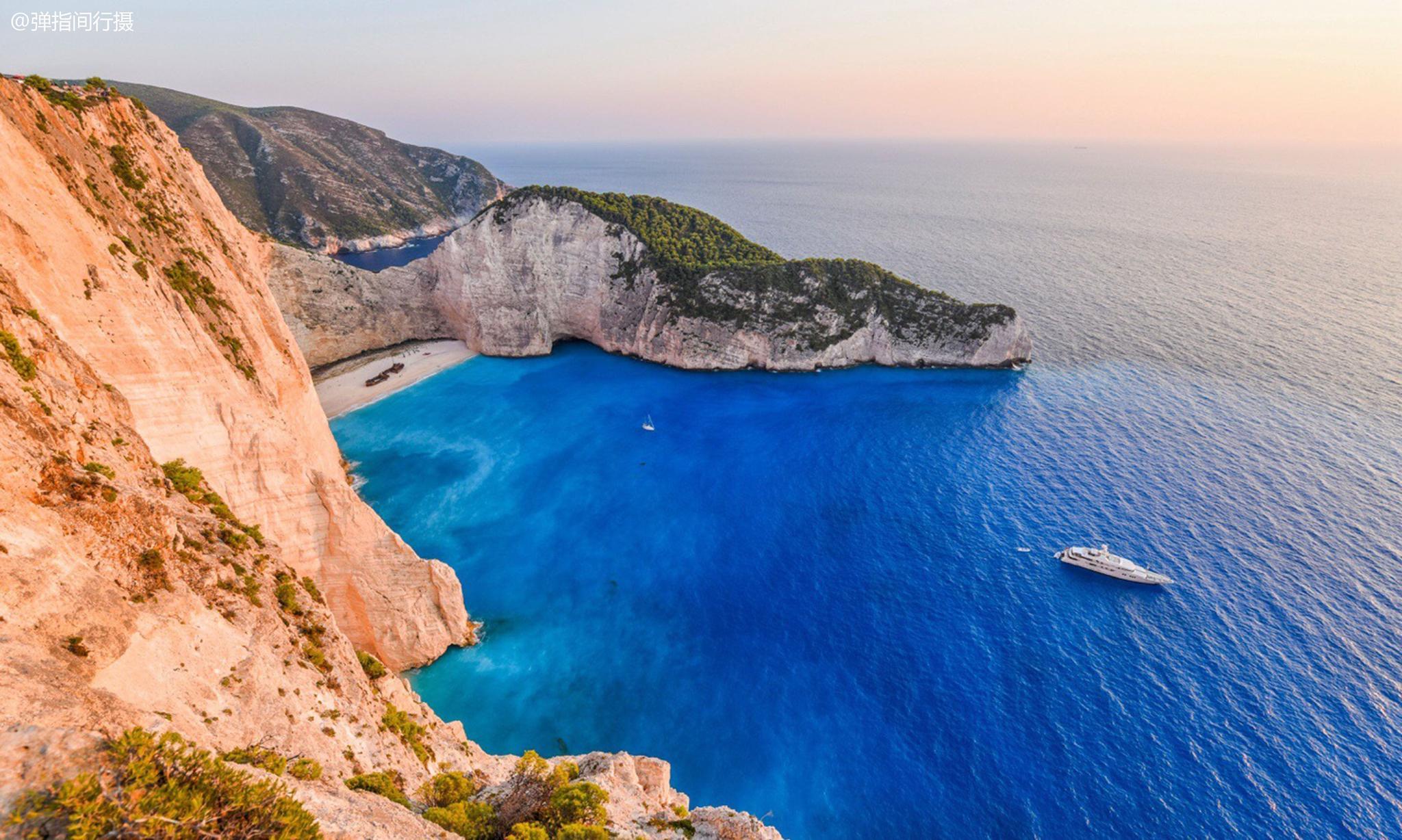 """希腊""""小众海岛"""",放有沉船遗骸的绝美沙滩"""
